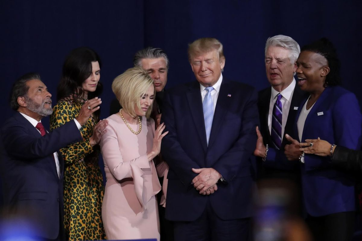 Trump Portrays Himself as Defender of Faith for Evangelicals