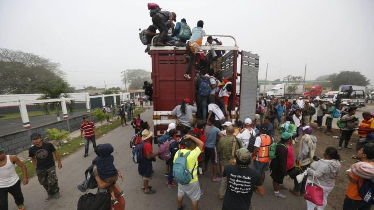 Trump, Obama Talk About Migrant Caravans at Campaign Stops