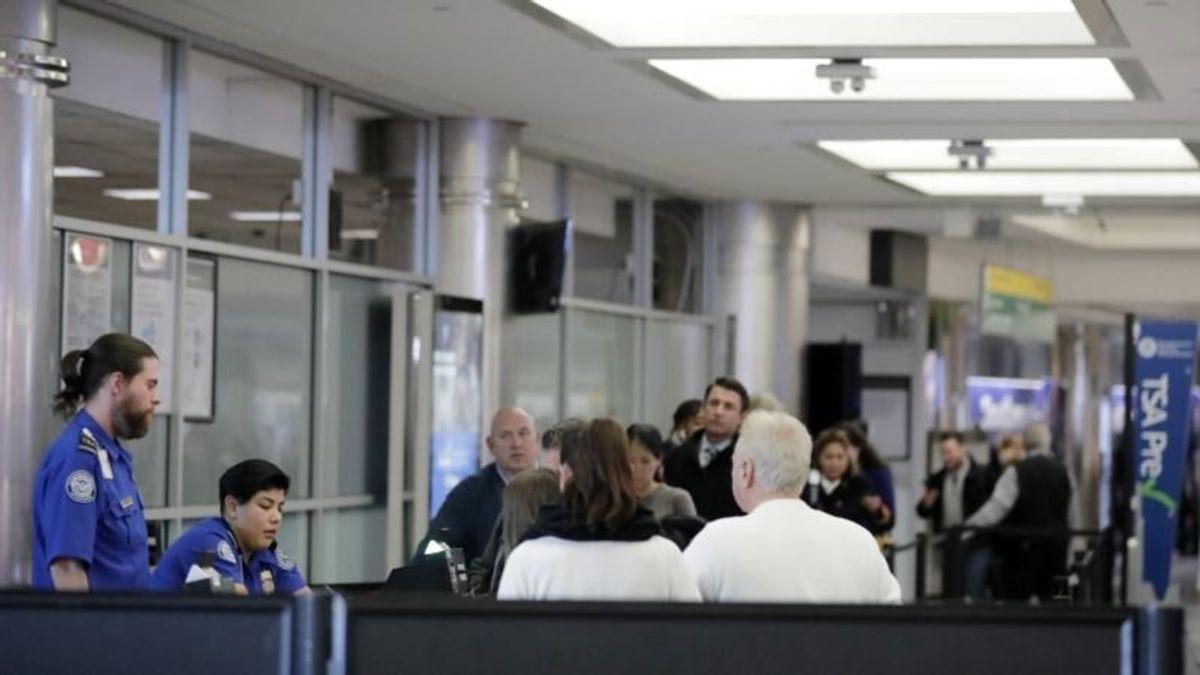 New York's LaGuardia Halts Flights as Shutdown Drags on