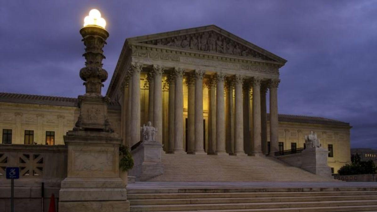 Senate Votes to Move Kavanaugh Supreme Court Nomination Forward