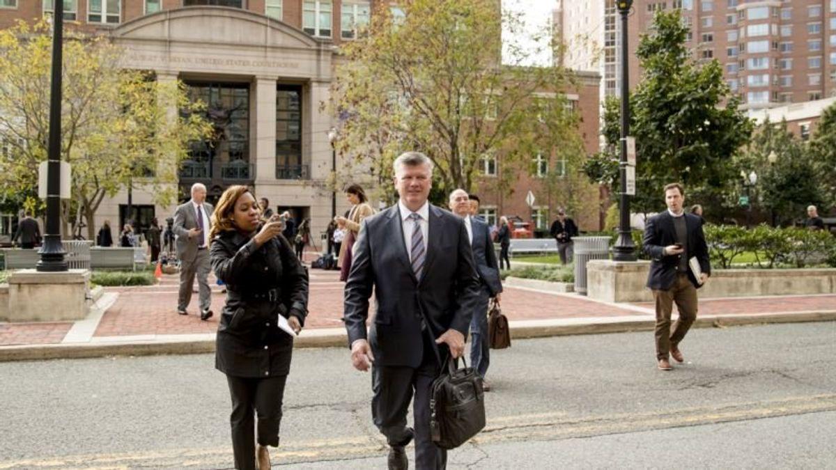 Mueller's Office: Former Trump Aide Manafort Broke Plea Deal