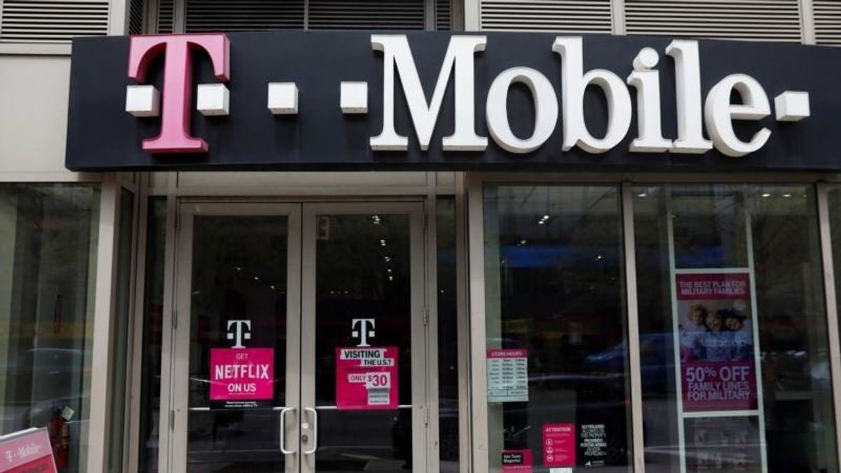 Trump Advisor Touts Sprint, T-Mobile Deal While Denying Lobbying