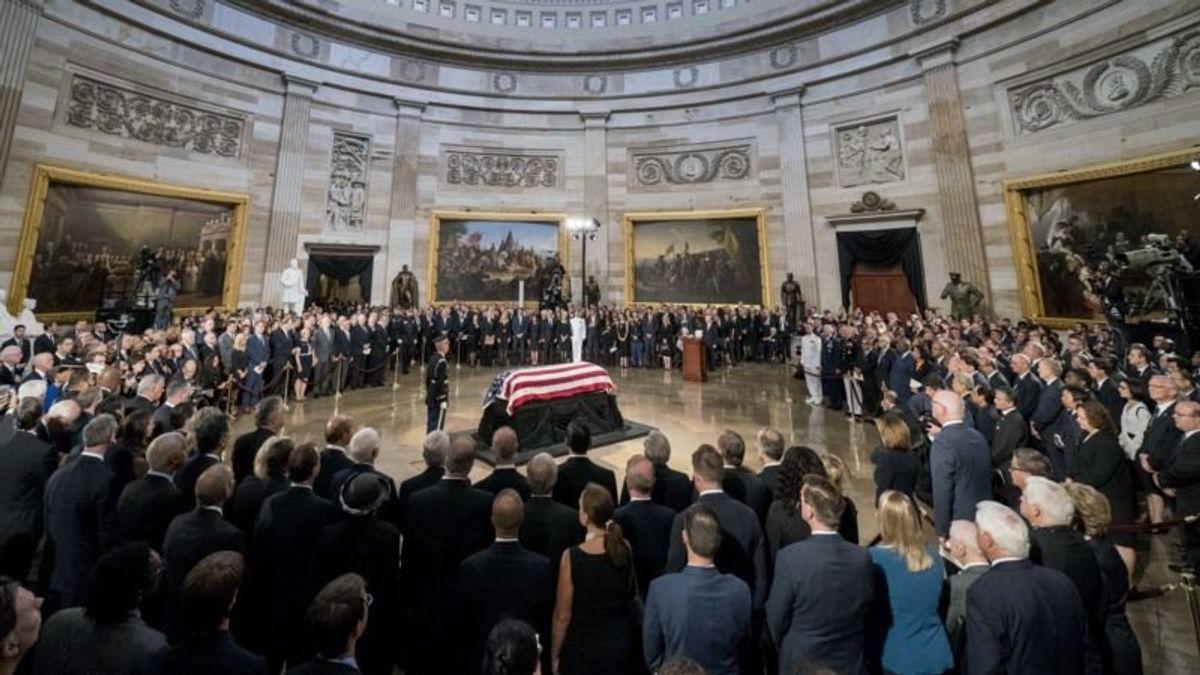 Obama, Bush Give McCain Presidential Farewell