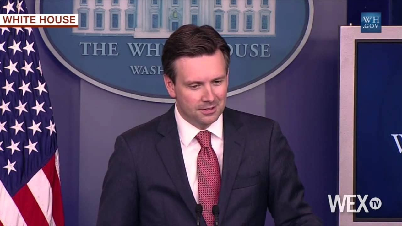 White House blames Clinton controversy on 'conservative' author