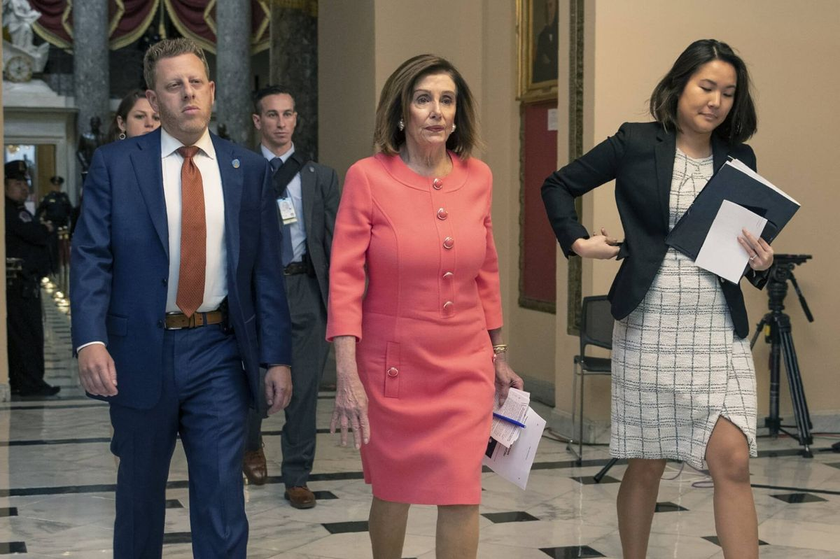 US House Delivers Articles of Impeachment to Senate