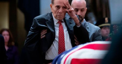 Former GOP presidential candidate, Senator Dole says he has advanced lung cancer