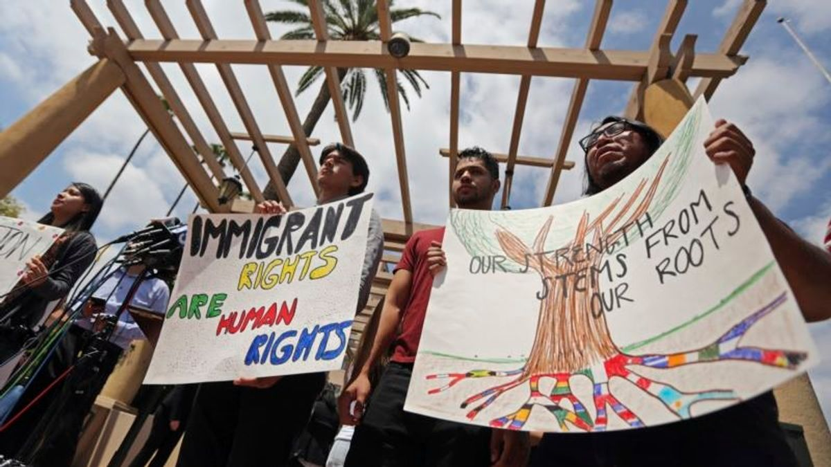 Immigration Effort in Congress Survives Leadership Block