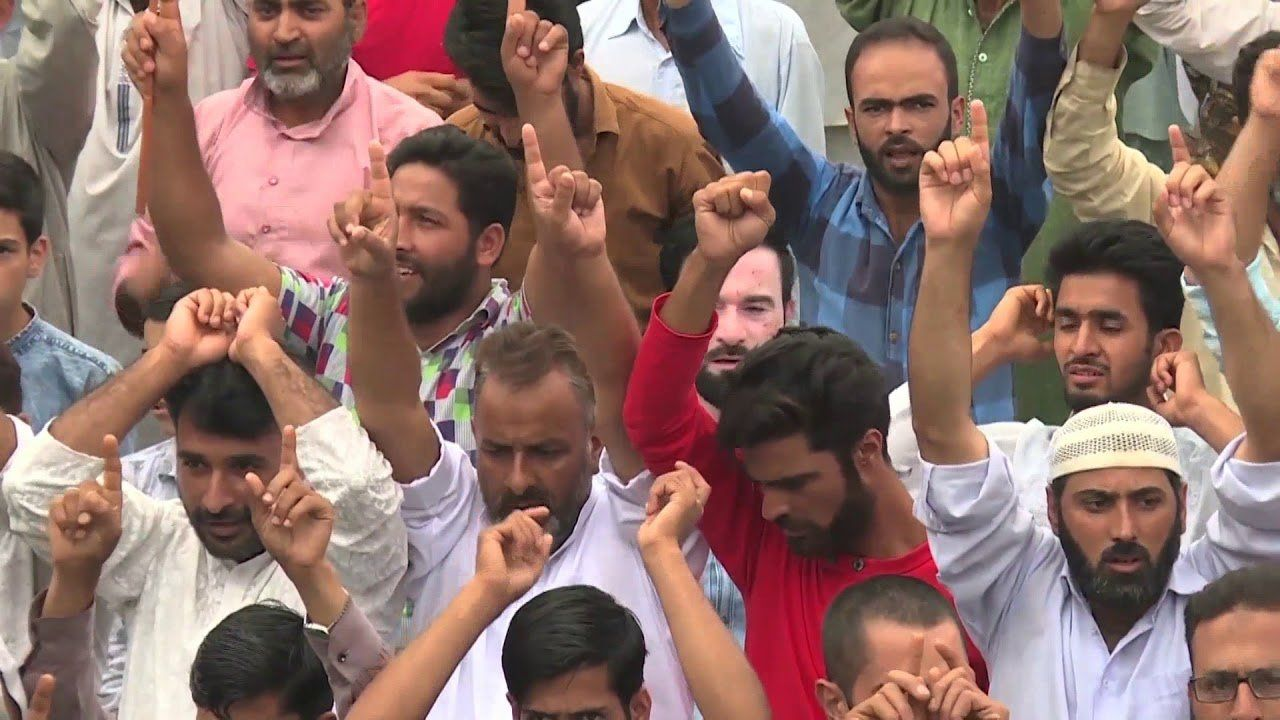 Residents of Kashmir Border Town Urge Modi to End Lockdown