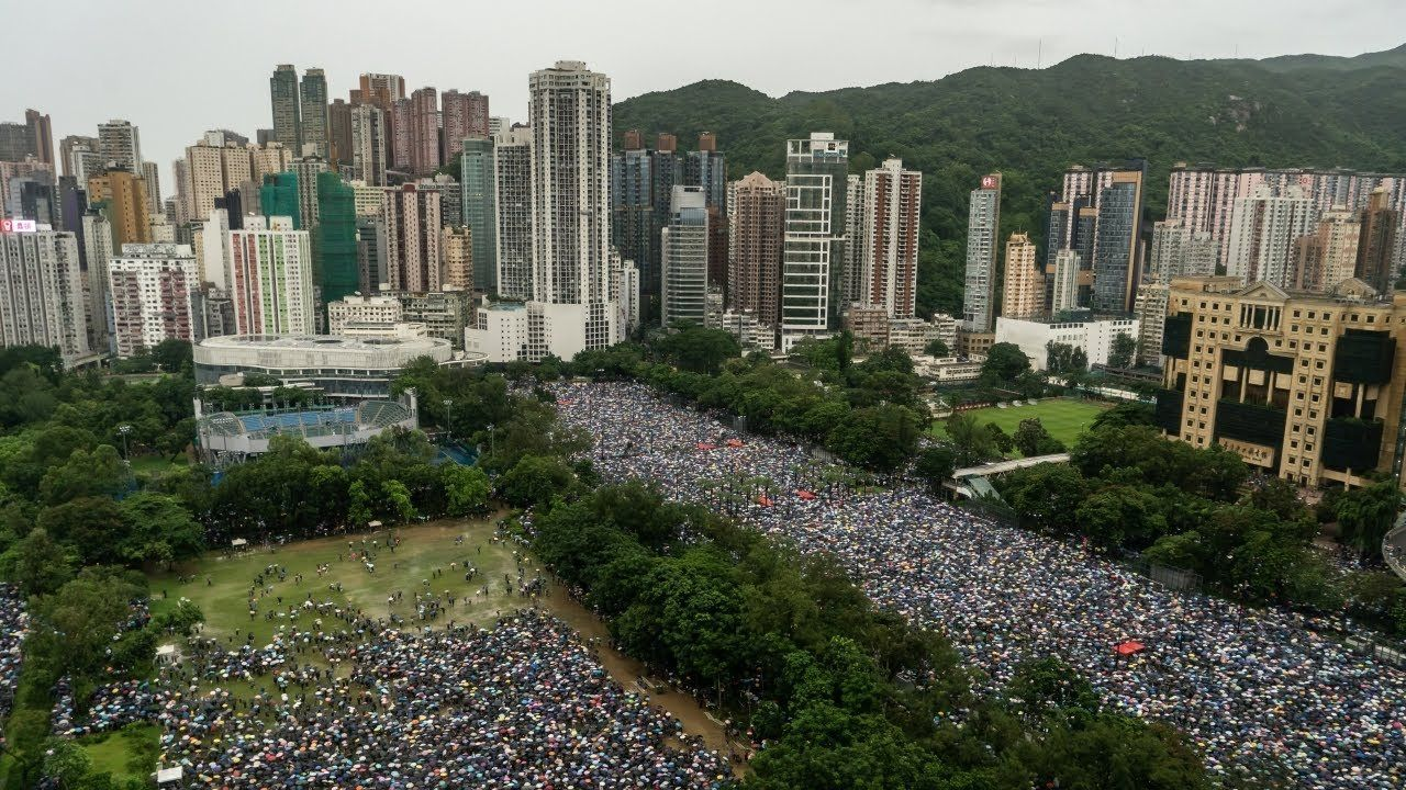 Huge crowds march peacefully in Hong Kong