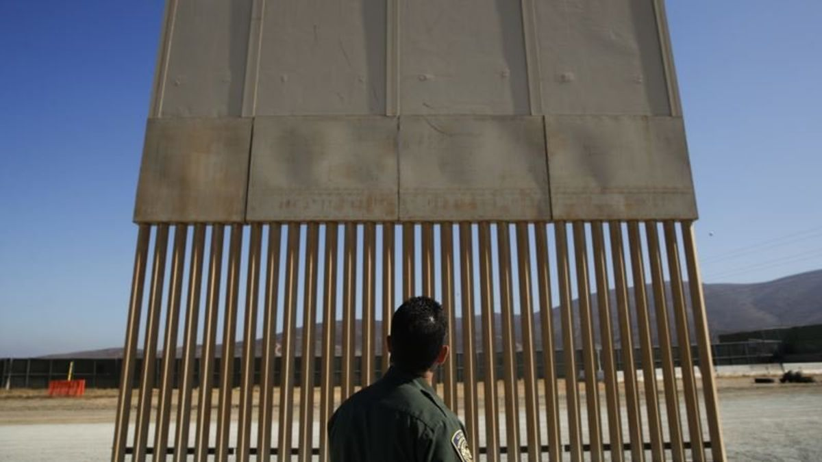 Trump: US-Mexican Border Wall Would Not Be Solid Concrete
