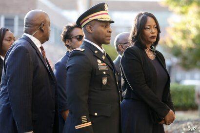 Mourners, including Maya Rockeymoore, right, widow of U.S. Rep. Elijah Cummings follow behind pallbearers walking with the…