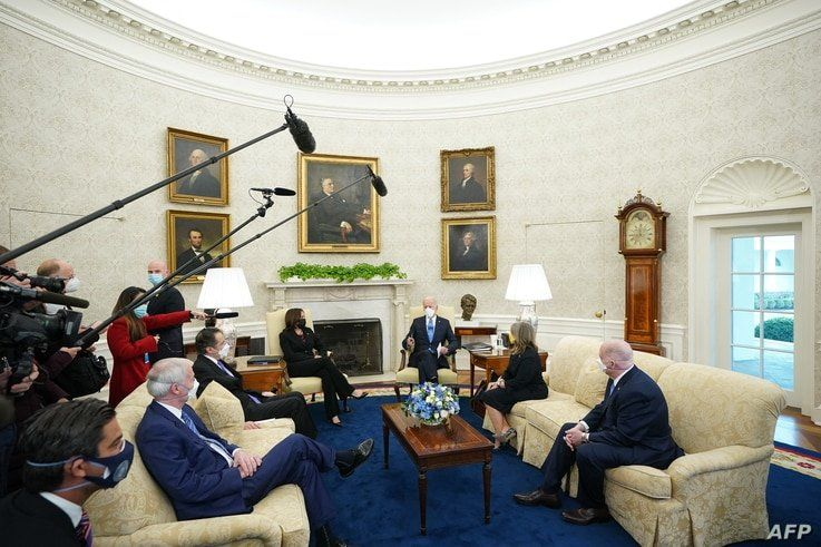 US President Joe Biden and Vice President Kamala Harris meet with governors and mayors on his Covid-19 relief plan, in the Oval…