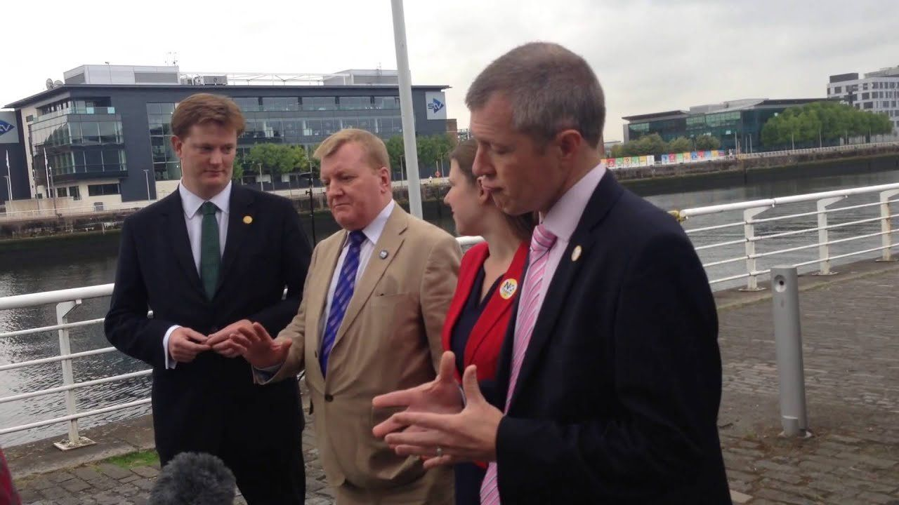 Lib Dems switch on the sunshine – and attack 'sinister' Yes tactics