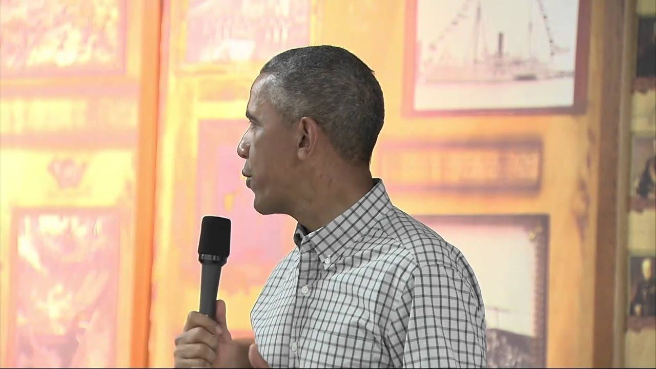 Obama visits troops on Christmas in Hawaii