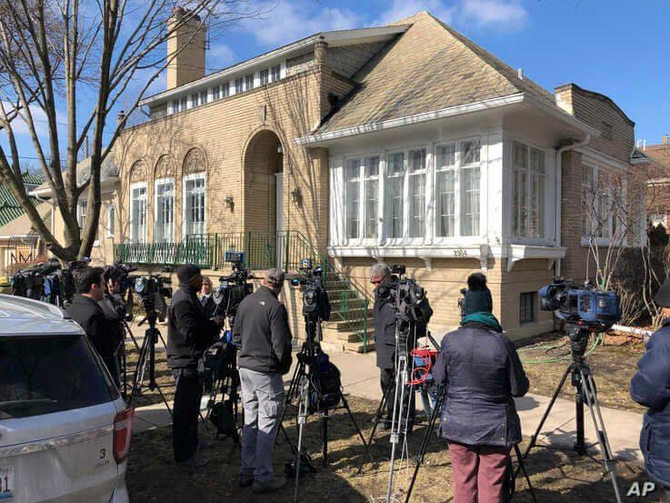 Journalists gather in front of the home of Patti Blagojevich, wife of former Illinois Gov. Rod Blagojevich, in the Ravenswood…