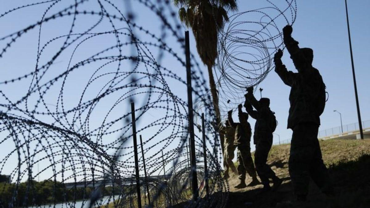 Pentagon Prepares to Send More Troops to US-Mexico Border