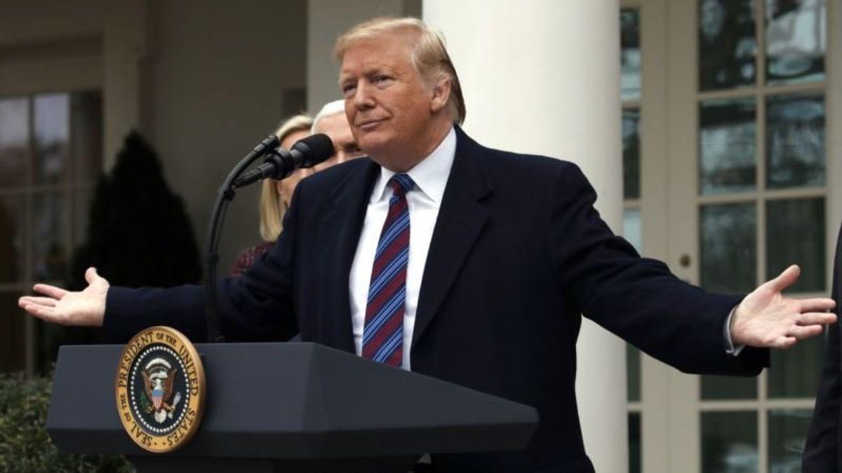 AP Fact Check: Trump's Super-Talkative, Fact-Busting Week