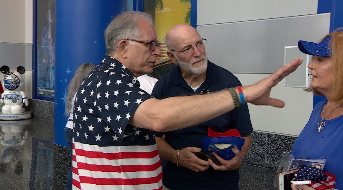 Volunteer Ty Patton directs rally-goers at the Trump Re-election Launch on June 18, 2019. (VOA video grab)