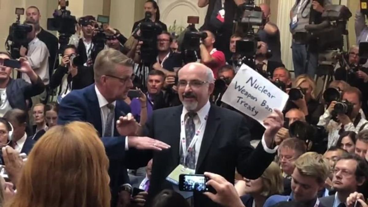 US Reporter Forcibly Removed Prior to Trump-Putin Press Conference