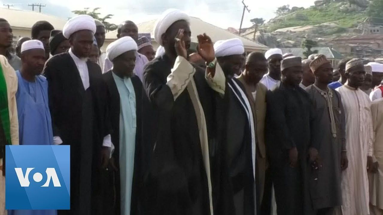 Nigeria Shi'ite Muslims Mourn Those Killed in Clashes with Police