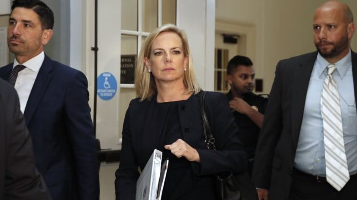 Lawmakers: DHS Chief Says Family Reunifications on Track