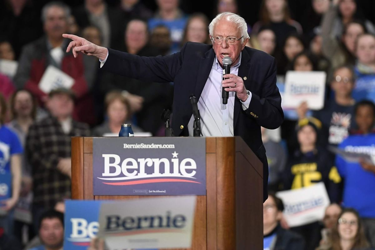 Sanders' Praise of Castro Raises Foreign Policy Concerns