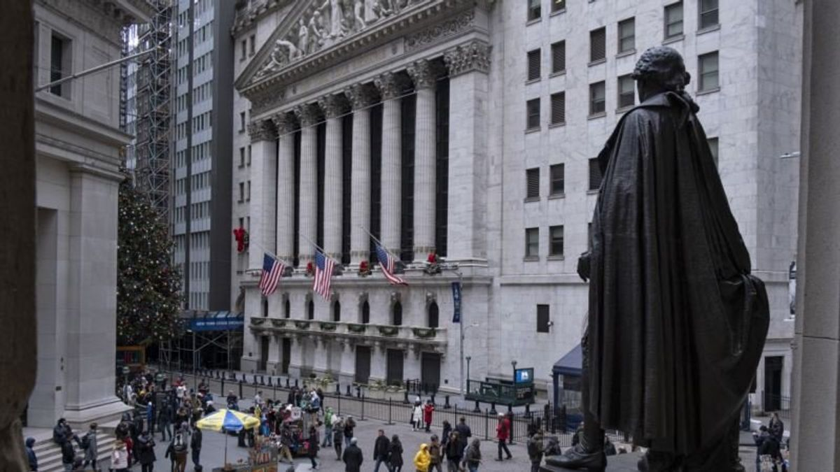 Federal Shutdown Compounds Risks for US Economy