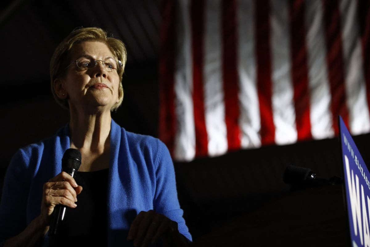 Warren Huddles With Advisers, Reassesses Presidential Race