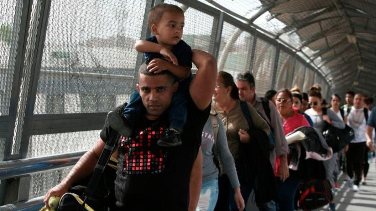 Migrant Surge Accelerates at US-Mexico Border