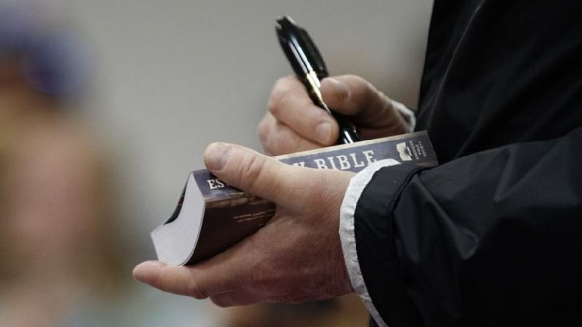 Many Religious Leaders See No Heresy in Trump's Bible Signings