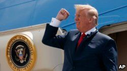 """President Donald Trump steps off Air Force One after arriving at Ellington Field Joint Reserve Base, in Houston, May 31, 2018. Trump is right that he has an """"absolute"""" right to pardon, but there is a pretty big loophole in this hypothetical: He could still be impeached."""