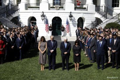 U.S. President Donald Trump stands with first lady Melania Trump, Vice President Mike Pence and his wife Karen (R) during a moment of silence in the wake of the the mass shooting in Las Vegas at the White House in Washington, Oct. 2, 2017.