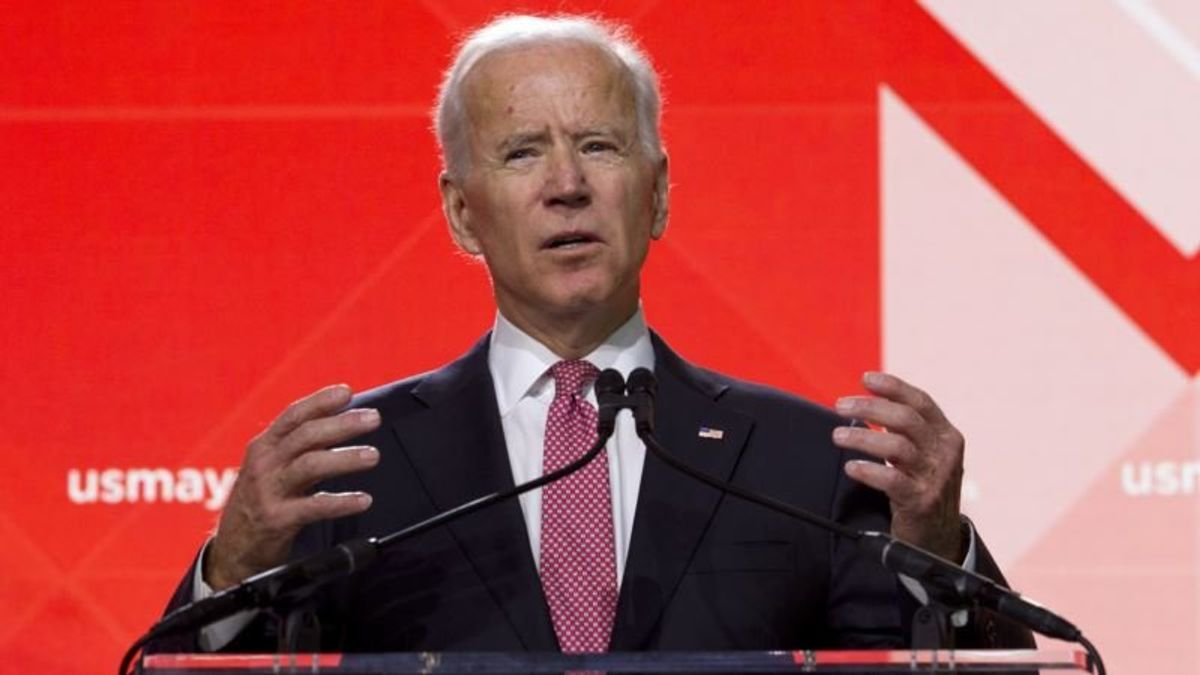 As Democratic Field Expands, Biden Waits on Sidelines