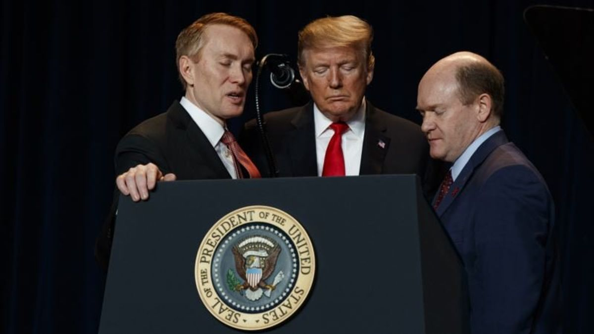 Trump Vows to Protect People of Faith