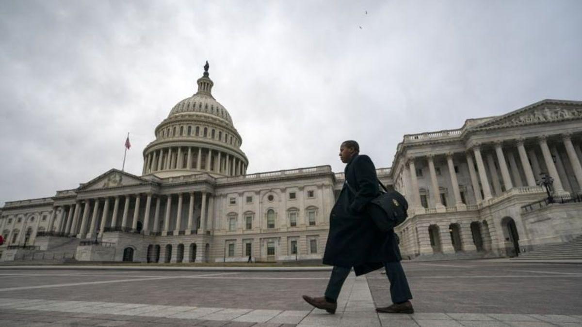 Trump Warns Congressional Negotiators to Consider Border Wall Funding