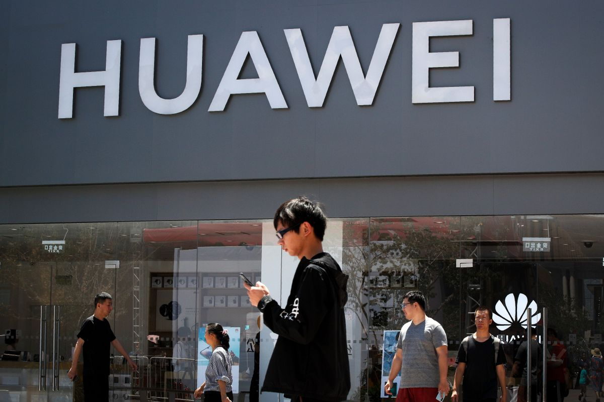 Congress Fumes as Trump Allows Select US Firms to Supply Huawei