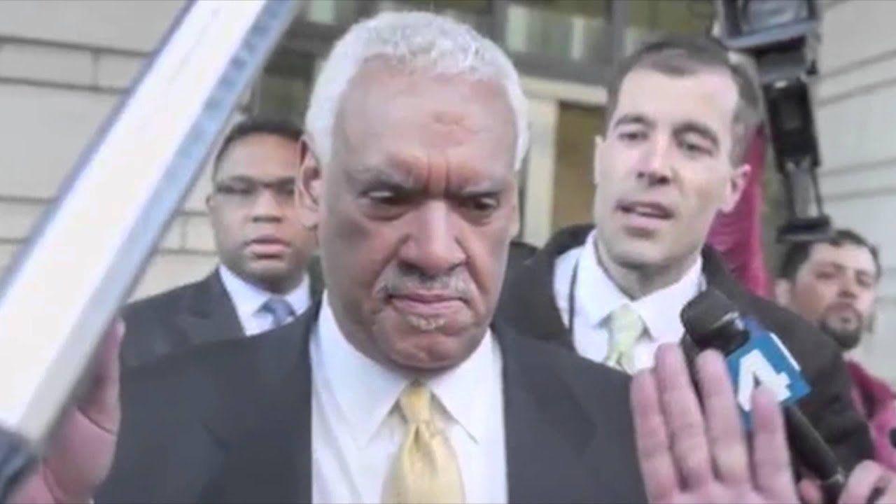 Facing media, DC Mayor Vincent Gray denies corruption allegations