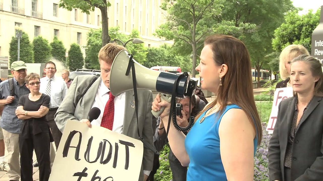 Tea Party Patriots protest outside IRS