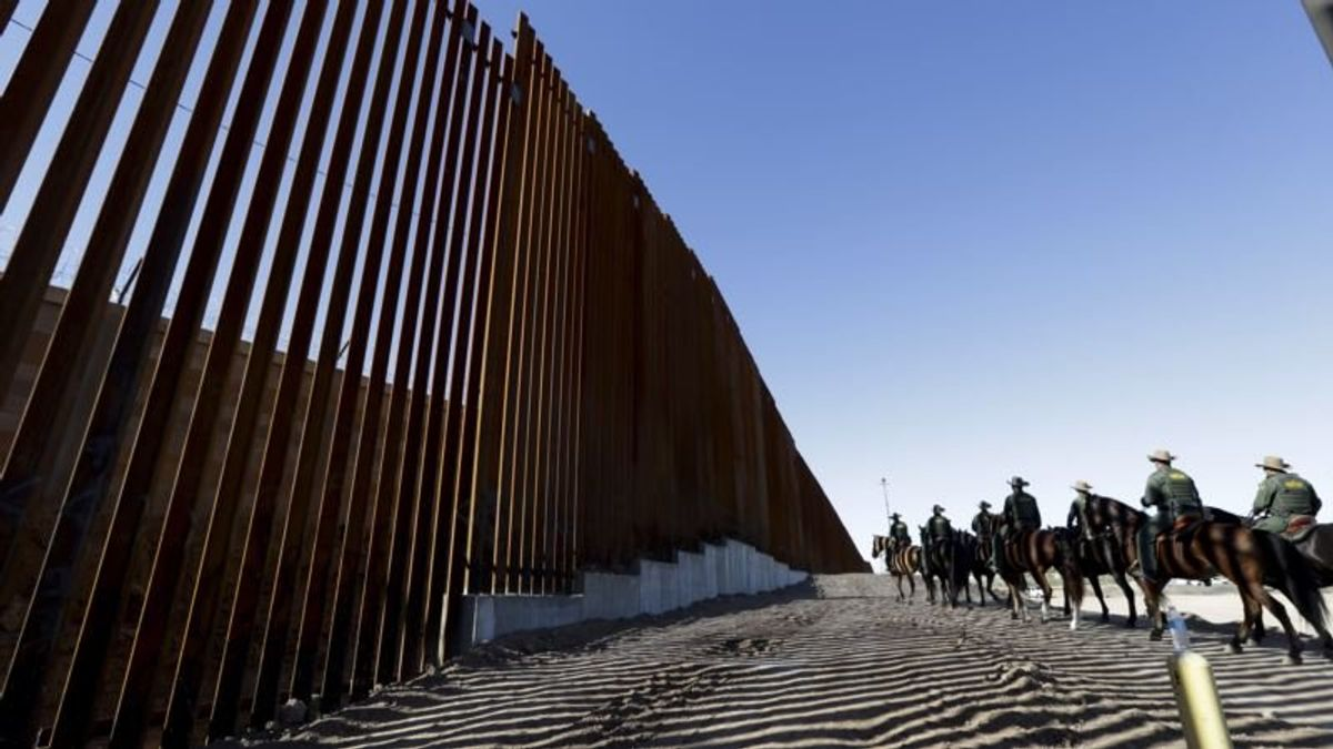 White House Cites 'Options' for Funding US Border Wall