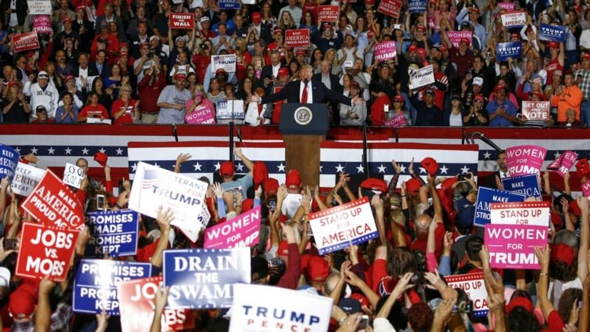 Trump, Obama Stage Dueling Rallies Ahead of Midterms