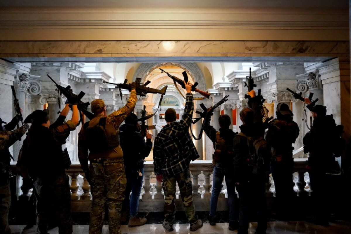 Fully Armed Rally-Goers Enter Kentucky's Capitol Building With No Resistance