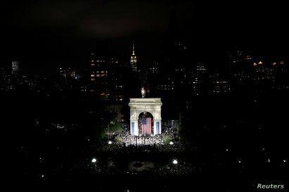 U.S. Senator and democratic presidential candidate Elizabeth Warren speaks at Washington Square Park in New York, New York, Sept. 16, 2019.