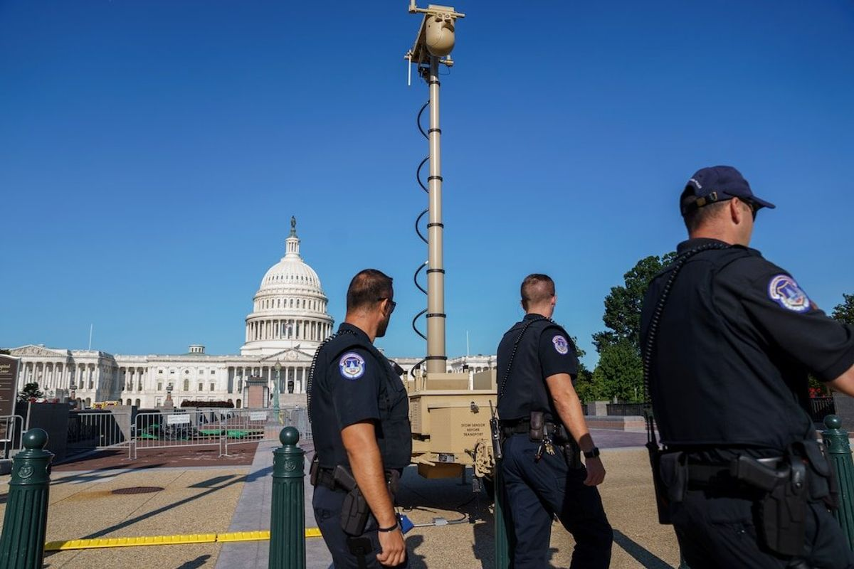Man with Weapons Arrested Near US Capitol