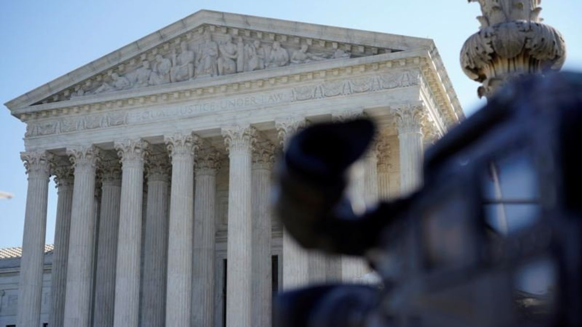 Trump Administration Asks Supreme Court to Halt Trial Over Census