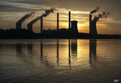 FILE - The coal-fired Plant Scherer in Juliette, Ga., June 3, 2017. The Trump administration is doing away with a decades-old air emissions policy opposed by fossil fuel companies, a move that environmental groups say will result in more pollution.