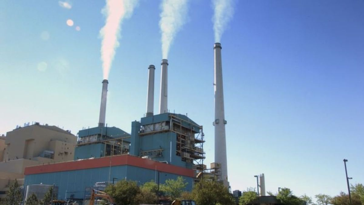 Trump Ready to Ease Rules on Coal-fired Power Plants
