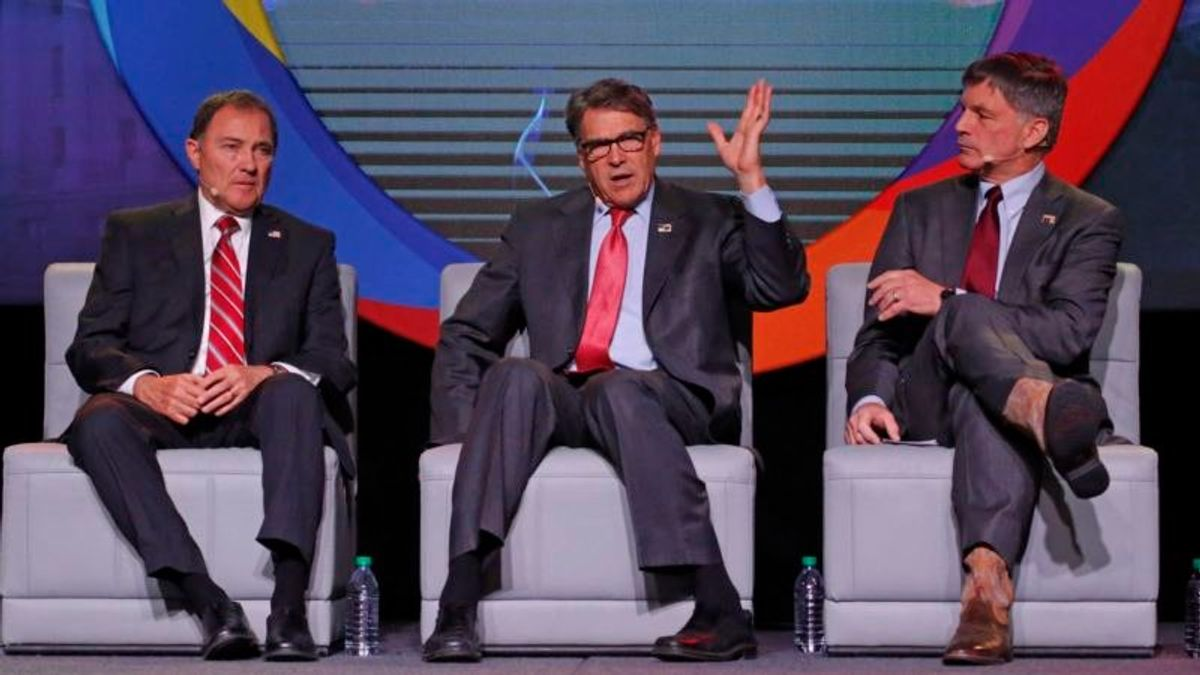 Energy Secretary: US Aims to Make Fossil Fuels Cleaner