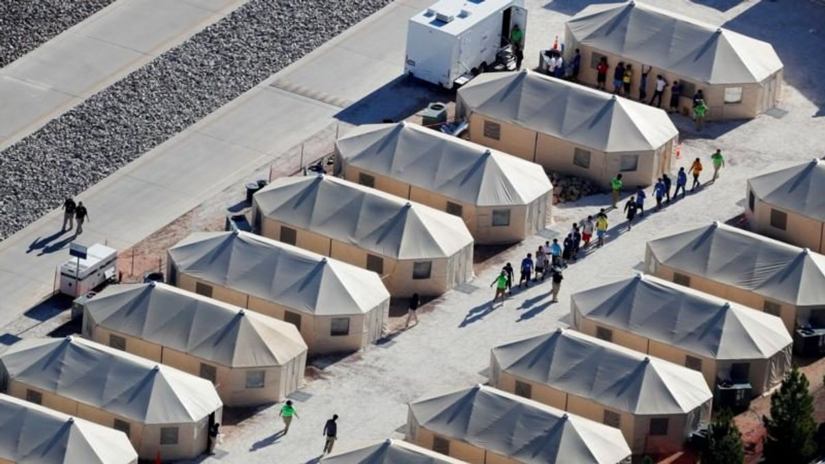Detaining Immigrant Kids Now $1 Billion-a-Year Industry