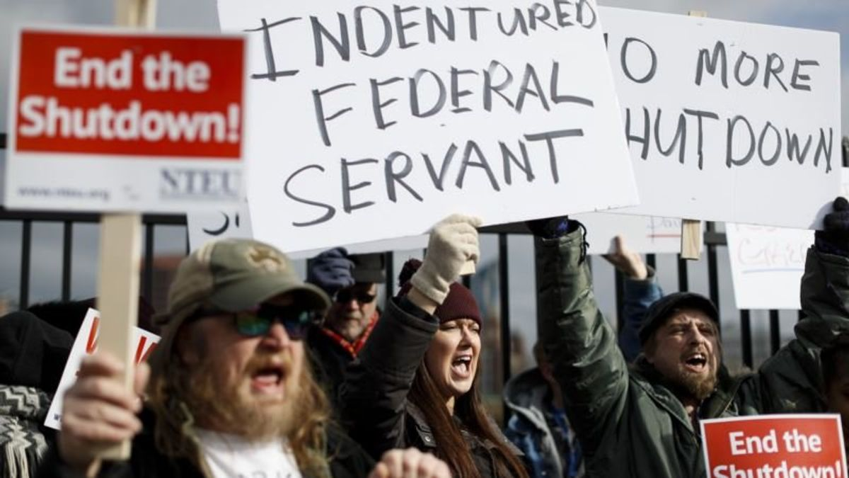 Washington Post: Thousands of Tax Workers Skip Work as Shutdown Continues