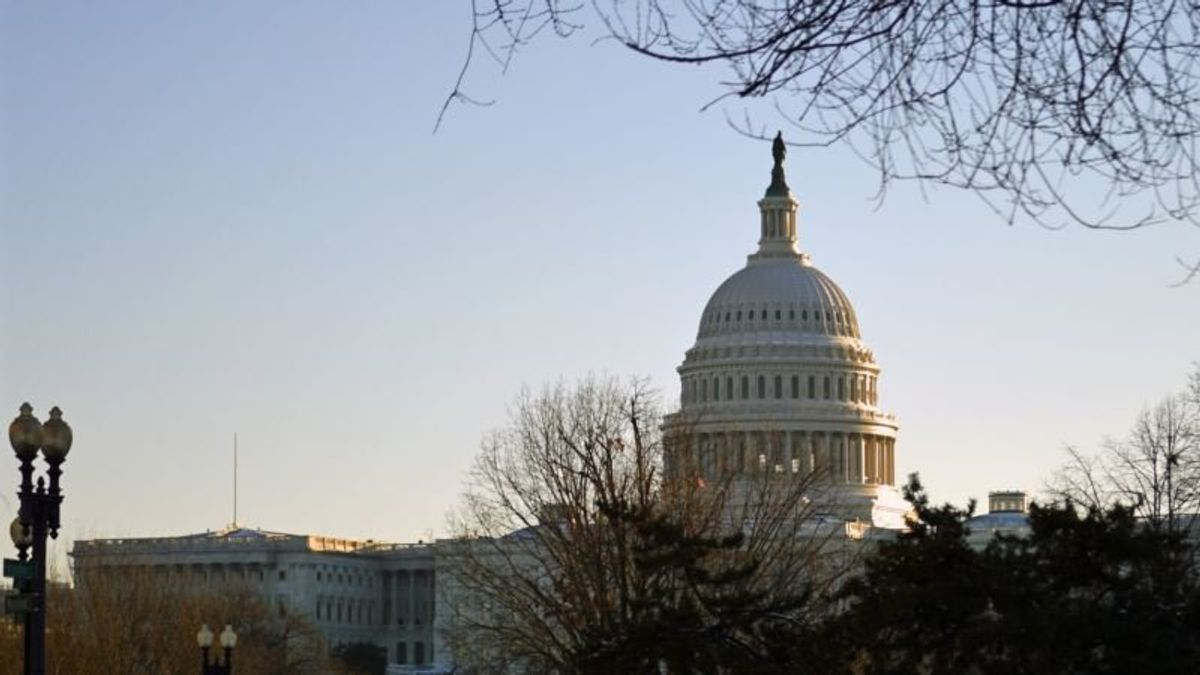 Holiday-season Gridlock in DC Brings Partial Federal Closure